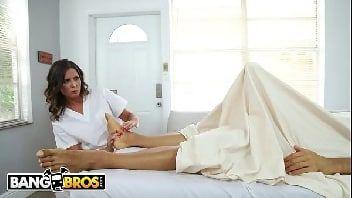 Safadeza da massagista com o seu cliente