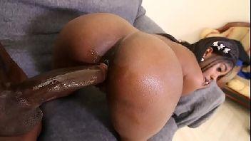 Negona gostosa metendo de quatro com o safado