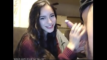 Novinha na webcam chupando a piroca do safado