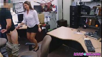 Secretaria gostosa metendo com o homem safado