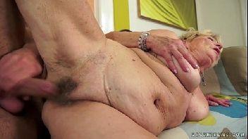 Sexo com velhas safadas liberando a xereca