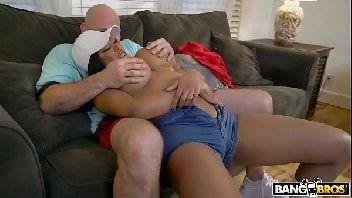 Sexo grátis mulher se divertindo dando peladinha para o safado