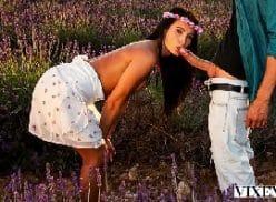 Menina perfeita fazendo sexo gostoso no bosque com o tarado