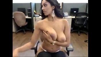Morena espetacular gozar gostoso na webcam