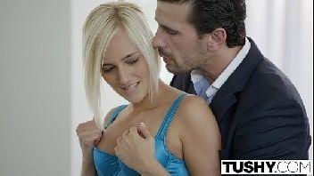 Gostosa dando o cu pro seu amante bem dotado