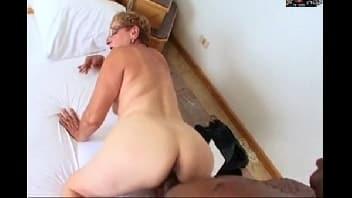 Sexo com vovo safada que é viciada na piroca do negão