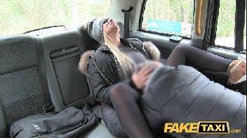 X videos.com.br bem dotado comendo a namorada safada dentro do carro