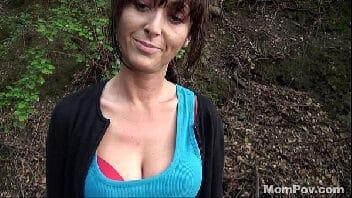 Coroas blog fez caminhada na floresta e deu a buceta ao ar livre