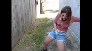 Xvideos bom novinha loira se masturbando no quintal