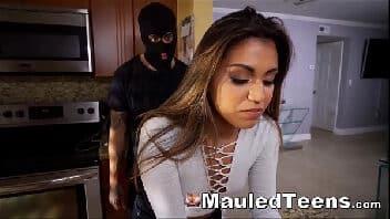 Xvideos. com mascarado acabando com a ninfeta na cozinha