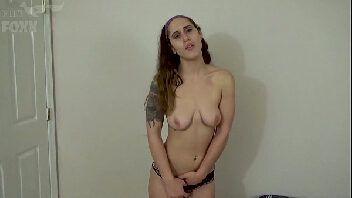 Pornochachada ninfeta deliciosa metendo no cacetão