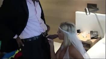 Esposa dando para o marido pauzudo na lua de motel