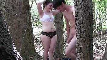 Sexo na floresta com gordinha bunduda e namorado