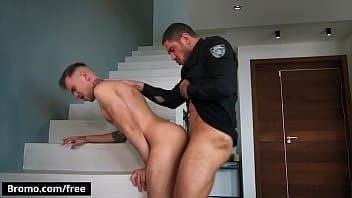 Xxxvideosgay policial viado comendo o suspeito gostoso