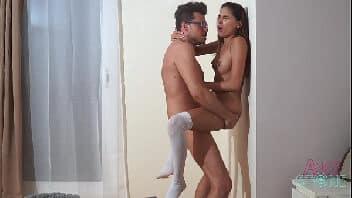 Porno vidio professor malandro pegando aluna novinha na sala dos professores
