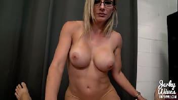 Sexy hot mulher madura que adora dar uma sentada na pica dura
