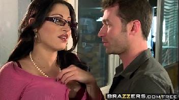 Xvideos porno secretária peituda fodendo com seu colega no escritório