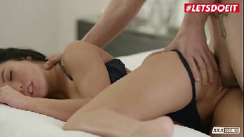 Hot porno magrinha se masturbando e depois sentando na vara