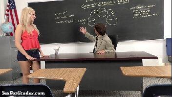 Sexo com o professor taradão cheio de tesão na aluna vadia