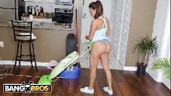 Porno sacana empregada safadinha fazendo as vontades do chefe