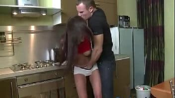 Vídeos porn pegando a magrinha de jeito na cozinha