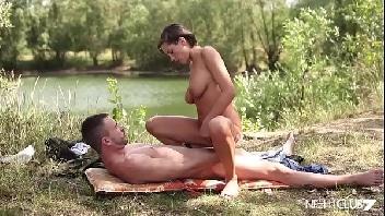 Vídeos pornos grátis casal trepando no mato
